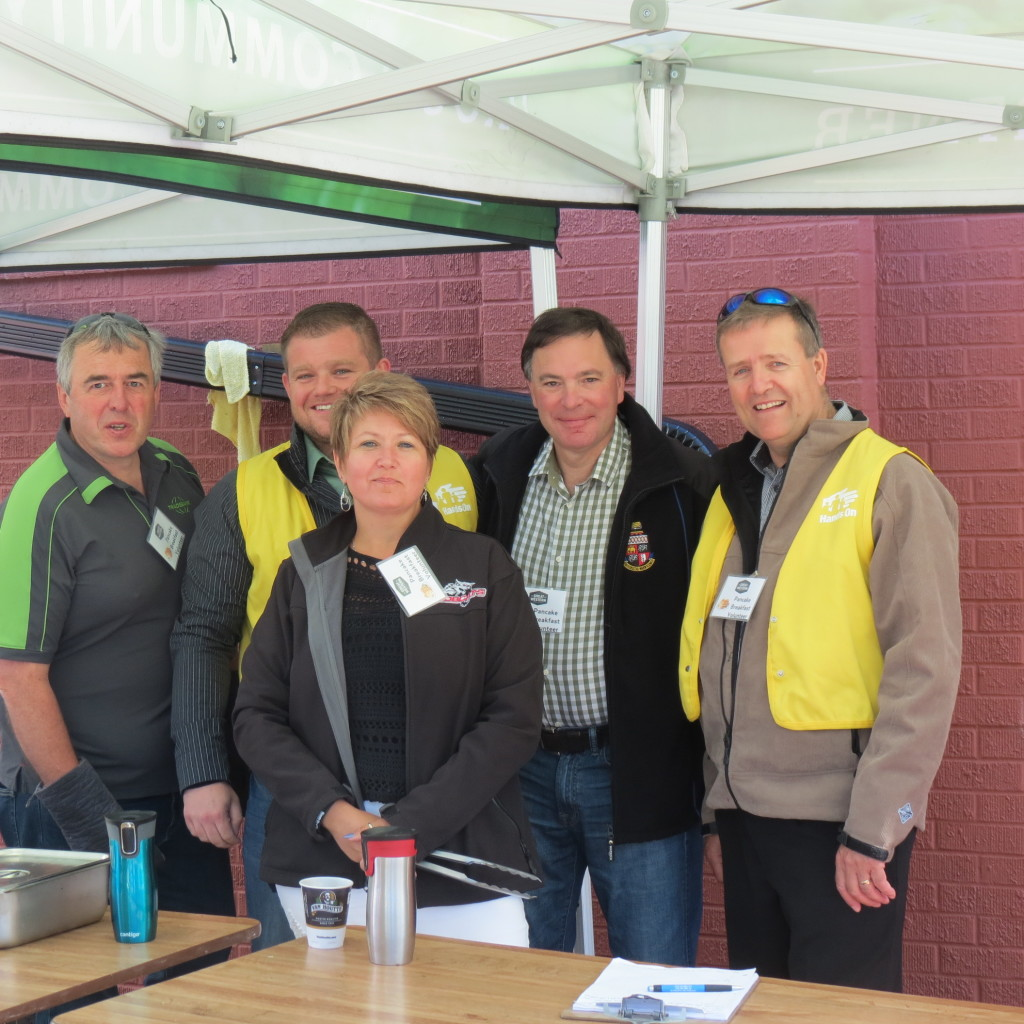 Minister Wyant helping out at the Great Western Pancake Breakfast in July 2016. Along with other volunteers Kim Groff, Cam Scott, Roxanne Kaminski and fellow MLA David Buckingham